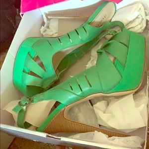 Green heeled sandal